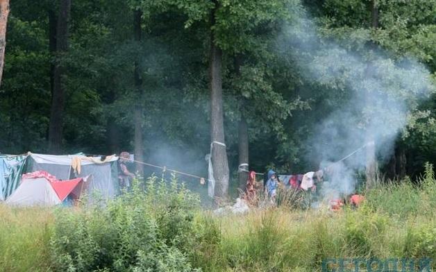 В киевском парке Победы обосновались цыгане из Славянска