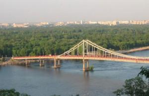 В Киеве ограничат движение транспорта по двум мостам