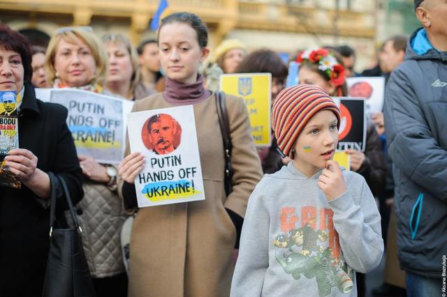 В Праге активисты спели песню про Путина