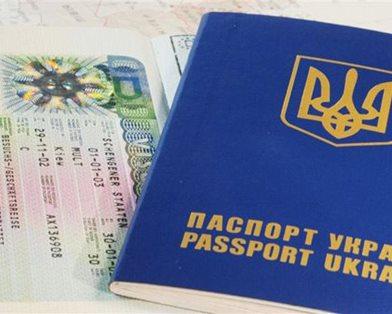 Украинцы будут ездить в Россию по загранпаспортам с 2015 года