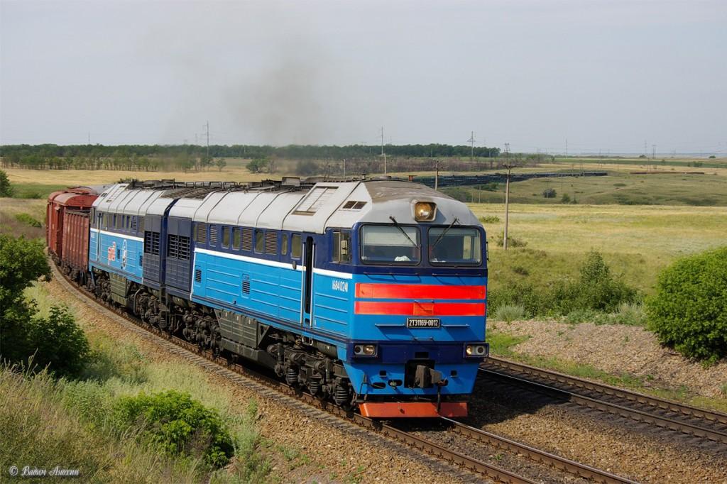 На железной дороге взорвали пути под поездом