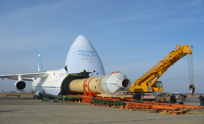 Украинский Ан-124 транспортирует запчасти для SpaceX
