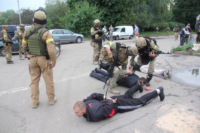 Террористы «клюнули» на сосиски. Фото