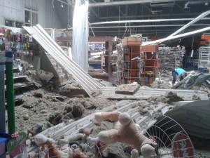 В супермаркет «Лелека» Луганска попал артснаряд. Фото