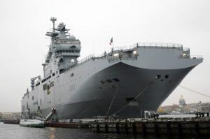 Франция отдаст России военный корабль