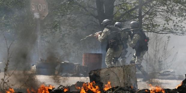 В Дзержинске под Горловкой идет сильный бой
