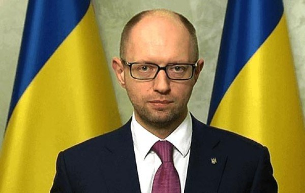 Яценюк: Более тысячи добровольцев хотят строить «Стену»