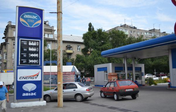 Подконтрольные Коломойскому АЗС перестали отпускать топливо