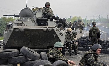 Боевики минируют дороги. На фугасе подорвались украинские БТР