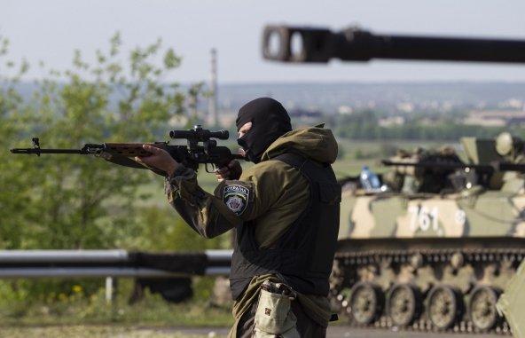 Террористы захватили здание милиции в Марьинке