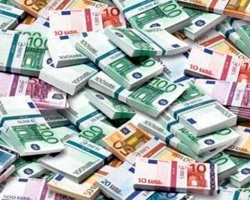 Курс евро впервые в истории России вырос до 54 рублей