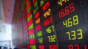 Торги на российском рынке акций начались снижением индексов