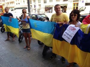 Митинг в Барселоне под посольством Франции. Фото