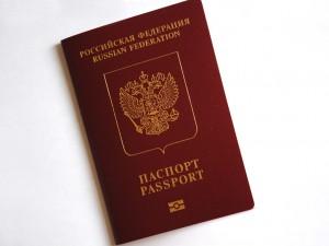 В Крыму очередь за загранпаспортами РФ превысила 7 тыс человек