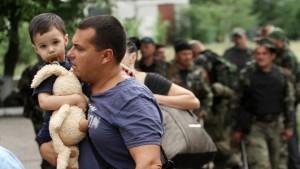 Террористы обстреляли из «Града» колонну беженцев в Луганской области