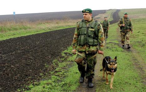 Пограничники начнут копать рвы на границе с Россией