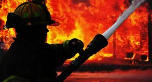 После пожара на складах возле метро существует угроза обвала конструкций