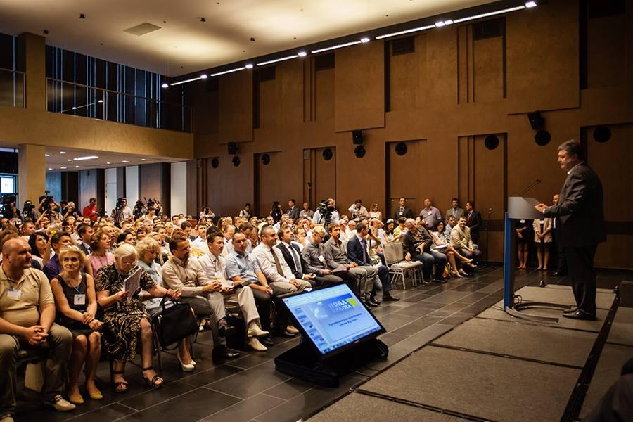 Что пообещал Порошенко гражданским инициативам
