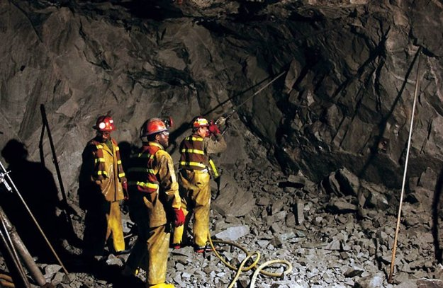 На шахте Засядько под землей застряли 104 человека