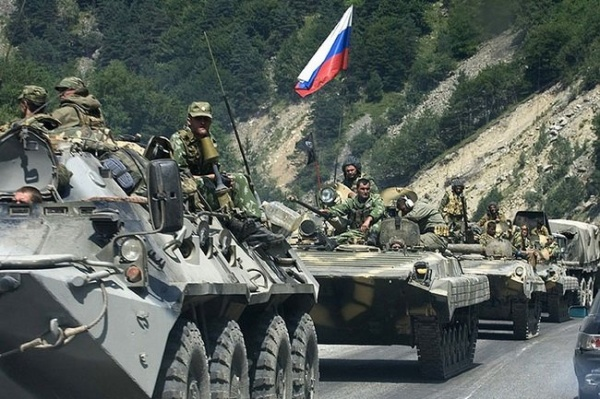 В направлении Новошахтинска движется 100 единиц бронетехники РФ