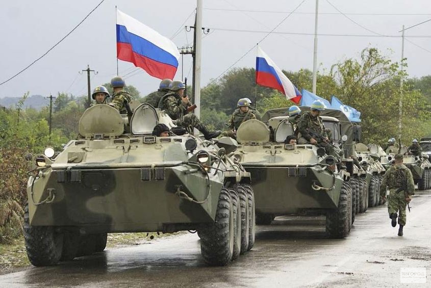 РФ стягивает бронетехнику на границу с Украиной