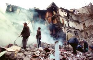 В Марьинке из-за обстрела террористами люди остаются под завалами домов