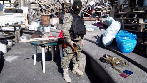 В палатке на Майдане нашли гранаты и обрез. Фото