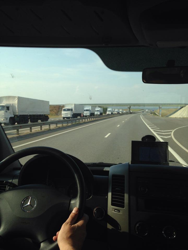 В сторону Украины движется гуманитарный конвой. Фото