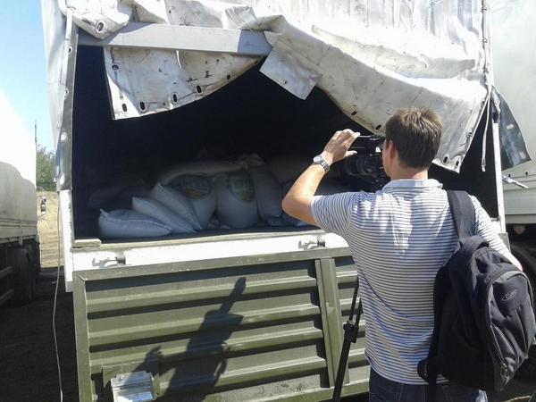 Грузовики с российской гуманитаркой оказались полупустыми. Фото