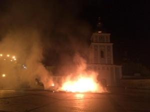 В центре Киева сожгли палатки, установленные во время революции