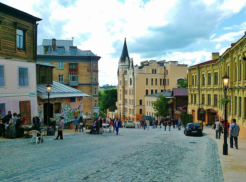 КГГА планирует легализовать торговлю на Андреевском спуске