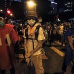 В Гонконге в ходе протестов ранили полицейского