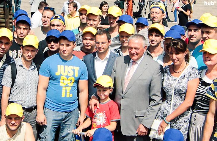 """Ростислав Шурма провожает """"гуманитарный конвой"""" Ахметова"""
