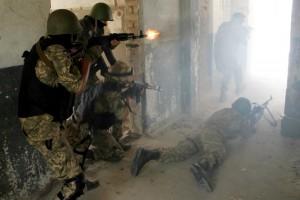 Украинские десантники тренируются в экстремальных условиях. Фото