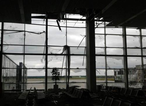 Боевики обстреляли аэропорт Донецка из танков