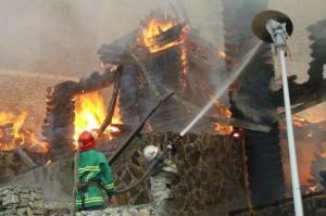 Ликвидирован пожар на территории гаражного кооператива в Киеве