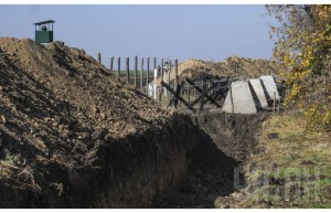 Яценюк: «Стену» построят за три года. Фото