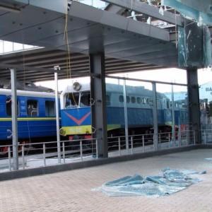 Ж/д вокзал Донецка обстреляли. Фото
