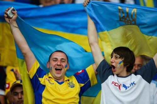 Консул Украины выехал к задержанным болельщикам