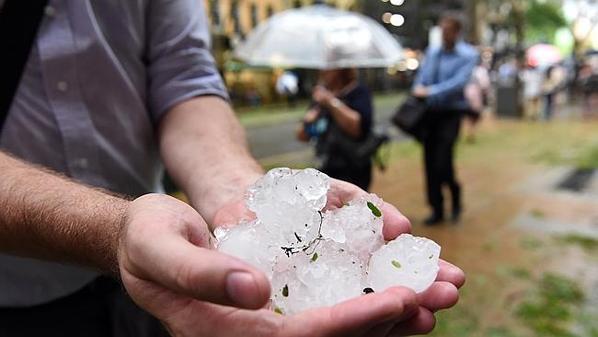 На Австралию обрушился ураган. Видео
