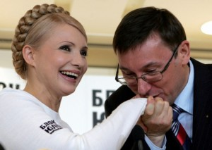 Без Порошенко менять правительство не будут - Луценко