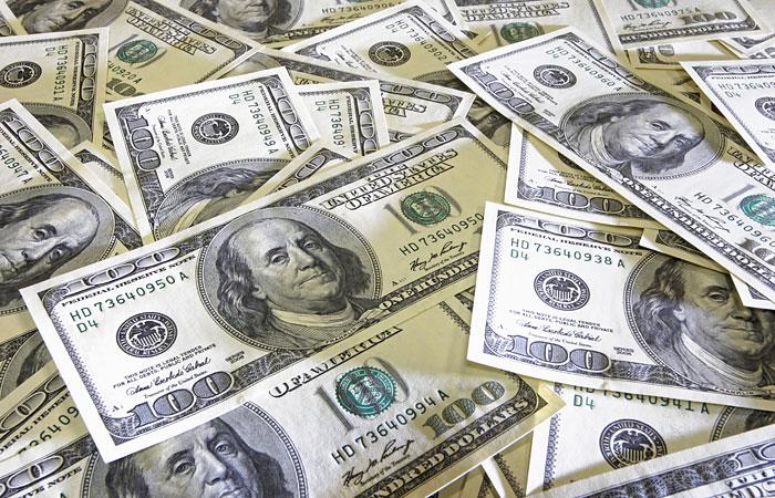 Межбанк: Курс доллара вырос до 14,7 гривен