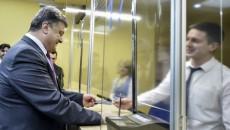 Петр Порошенко зря получил биометрический паспорт