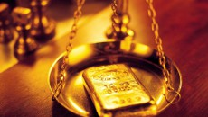 Биржеваяцена золота упала на 0,5% при росте доллара