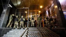 Люди в военной форме блокируют офис «Укртранснафты»