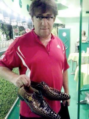 Гарик Корогодский с отреставрированными туфлями