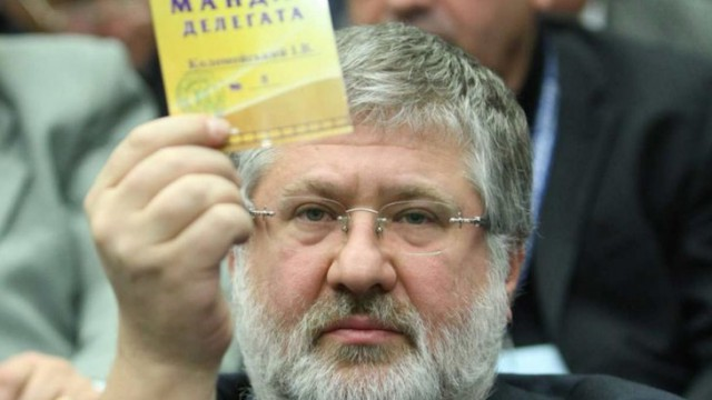 Игорь Коломойский держит желтую карточку