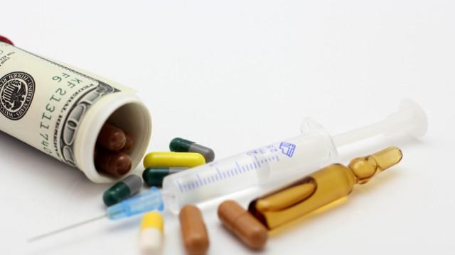 Фармацевты прогнозируют остановку импорта лекарств
