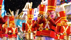 Парад деревянных солдатиков