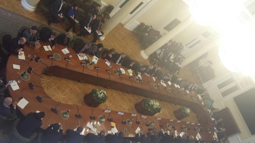 Встреча с банкирами проходит в большом зале заседаний